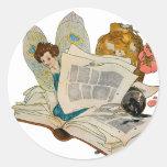 Hada del ratón de biblioteca pegatina redonda