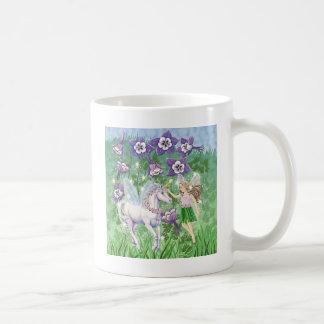 Hada del unicornio taza básica blanca