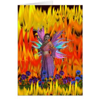 Hada derecha en un campo de llamas con las flores tarjeta de felicitación