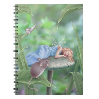 Hada durmiente de los sueños dulces en el cuaderno