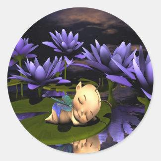 Hada durmiente del bebé pegatina redonda