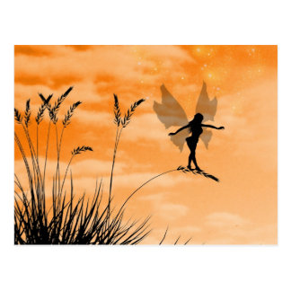 Hada en la postal de la hierba