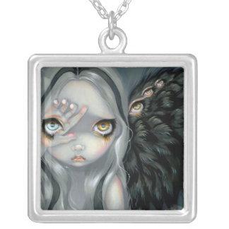 Hada gótica del ángel del COLLAR divino de la mano