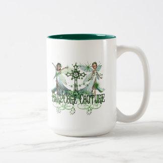 Hada - hadas verdes bonitas con la cruz céltica taza dos tonos