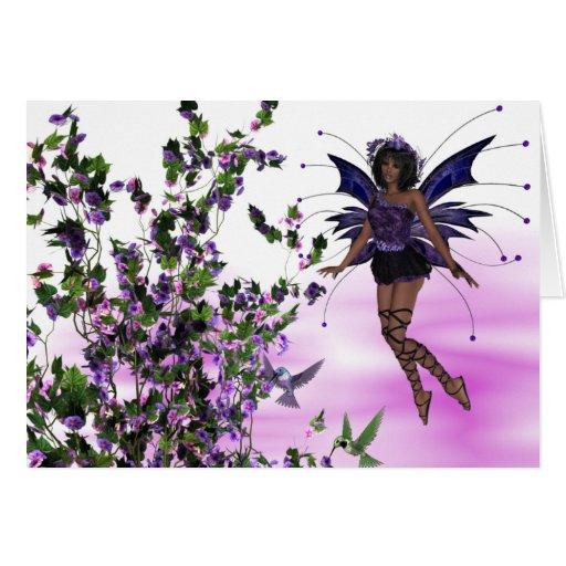 Hada púrpura con la tarjeta de felicitación de los