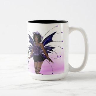 Hada púrpura con la taza de los colibríes