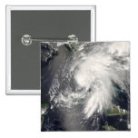 Hada tropical 2 de la tormenta pin cuadrado