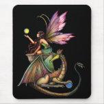 Hada y dragón de los orbes del dragón por Molly Ha Alfombrillas De Raton