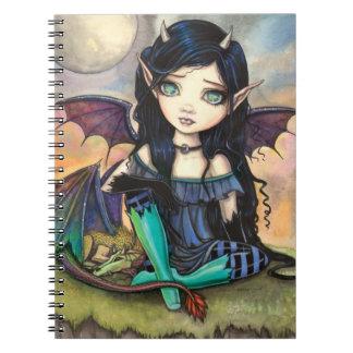 Hada y dragón del priacántido de Cuge del niño del Cuaderno