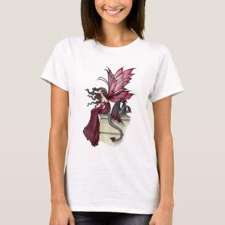 Hada y dragón rojos góticos de rubíes agitados playera
