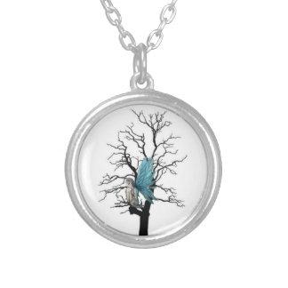 Hada y el collar del colgante de la plata del árbo