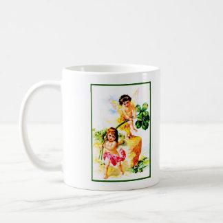 Hadas del vintage taza clásica