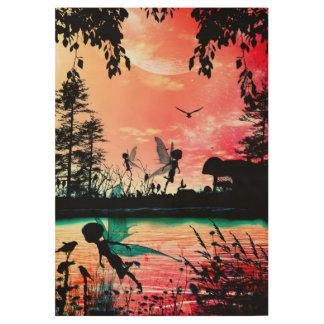 Hadas lindas y pájaros que vuelan en la puesta del póster de madera