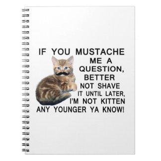 Haga a gatito con un bigote una pregunta libro de apuntes