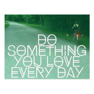 Haga algo que usted ama la postal diaria