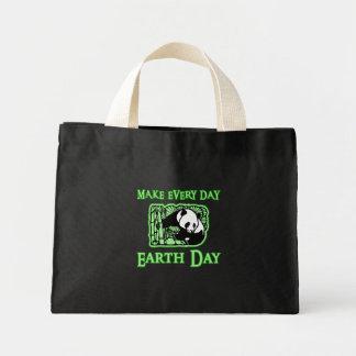 Haga cada Día de la Tierra del día con la panda To Bolsa Tela Pequeña