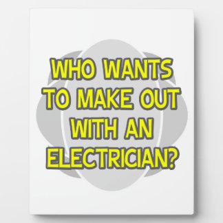 Haga con un electricista placas con fotos
