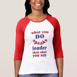 Haga contra para decir el camisetas y las