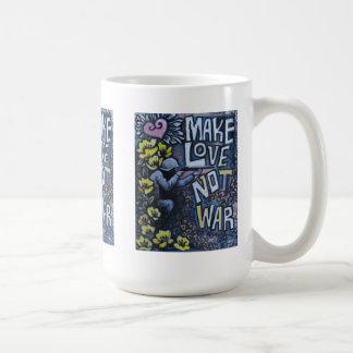 Haga el amor, no guerra: Taza de café de la propag