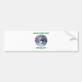 Haga el Día de la Tierra diario (la tierra de márm Etiqueta De Parachoque
