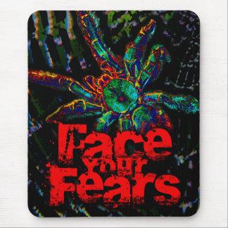 Haga frente a sus miedos [de arañas] mouse pads