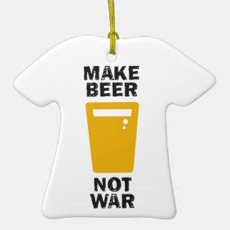 Haga la cerveza, no guerra adorno de navidad