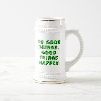 Haga las buenas cosas, las buenas cosas suceden jarra de cerveza