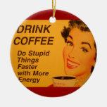 Haga las cosas estúpidas más rápidas adorno navideño redondo de cerámica