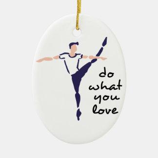 Haga lo que usted ama adorno navideño ovalado de cerámica
