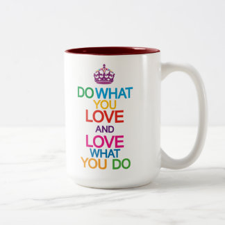Haga lo que usted ama amor qué usted hace la taza