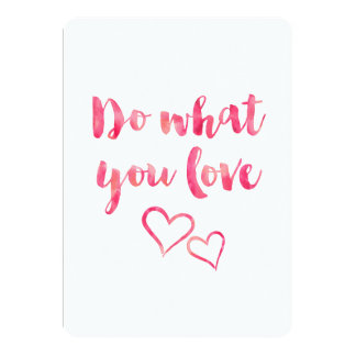 """Haga lo que usted ama la plantilla rosada de la invitación 5"""" x 7"""""""