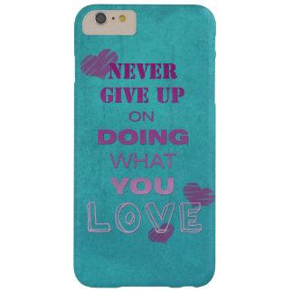 Haga lo que usted ama tipografía de motivación del funda barely there iPhone 6 plus