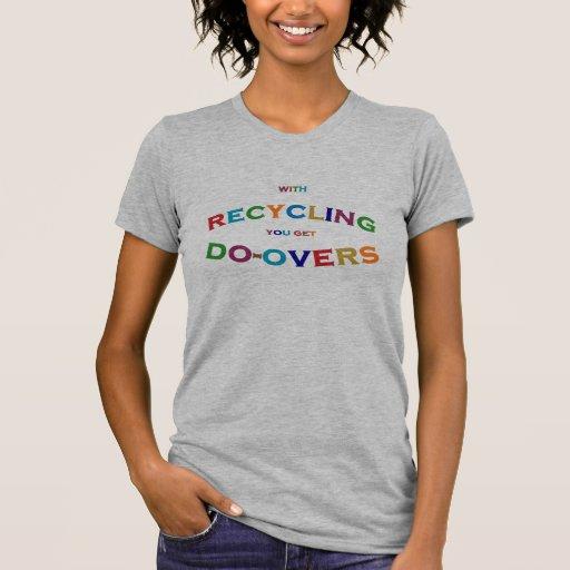 Haga los excedentes que reciclan el mensaje para e camisetas