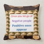 Haga los pensamientos positivos - deje para salir  almohadas