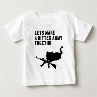 Hagamos a un ejército Togethr del gatito Playera De Bebé
