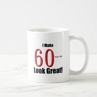 ¡Hago 60 años de la mirada grandes! Taza Clásica
