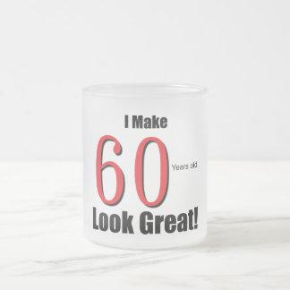 ¡Hago 60 años de la mirada grandes! Taza De Cristal