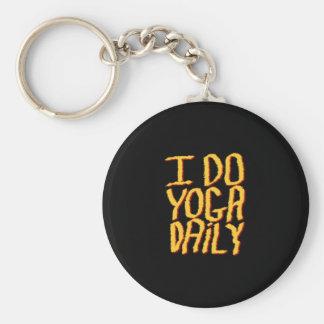Hago el diario de la yoga. Amarillo y negro Llavero Redondo Tipo Pin