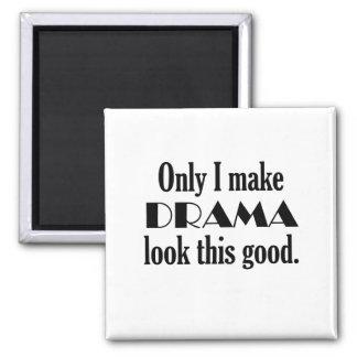 Hago mirada del drama buen humor del teatro imán cuadrado