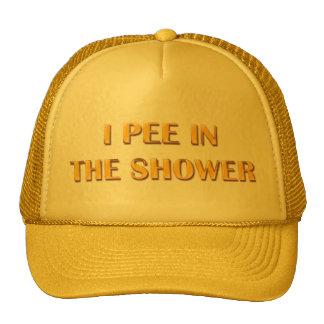 Hago pis en la ducha gorras