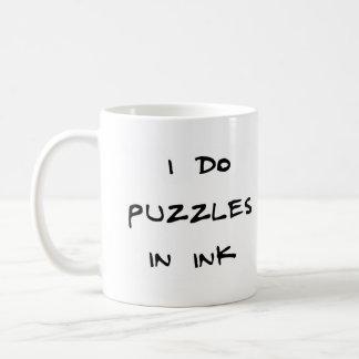 Hago rompecabezas en tinta tazas de café