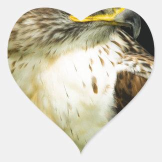 Halcón ferruginoso pegatina en forma de corazón
