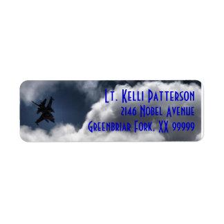 Halcón que lucha F-16 en el cielo nublado Etiqueta De Remite