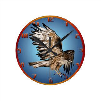Halcón que vuela Wallclock Reloj Redondo Mediano