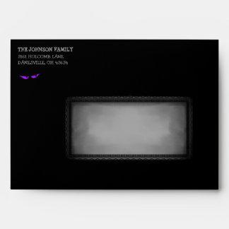 Halloween 5x7 invita al sobre negro y púrpura del