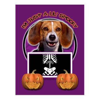 Halloween - apenas un Lil fantasmagórico - beagle Tarjetas Postales