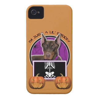 Halloween - apenas un Lil fantasmagórico - Doberma iPhone 4 Case-Mate Carcasas