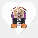 Halloween - apenas un Lil fantasmagórico - golden Pegatina En Forma De Corazón