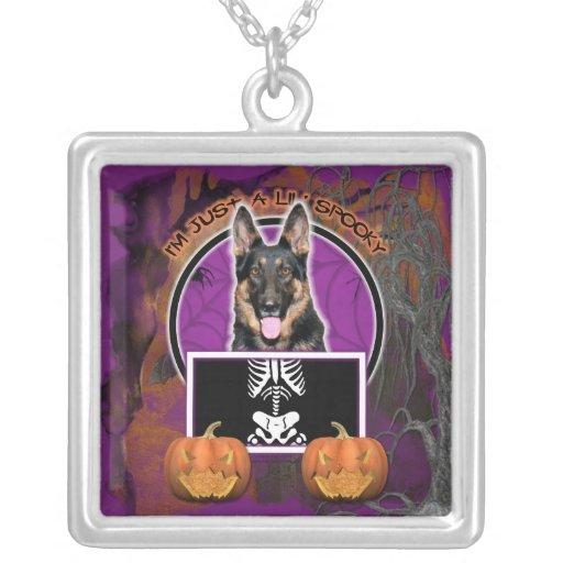 Halloween - apenas un Lil fantasmagórico - pastor  Pendientes Personalizados