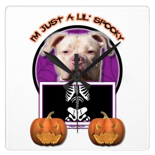 Halloween - apenas un Lil fantasmagórico - Pitbull Reloj De Pared